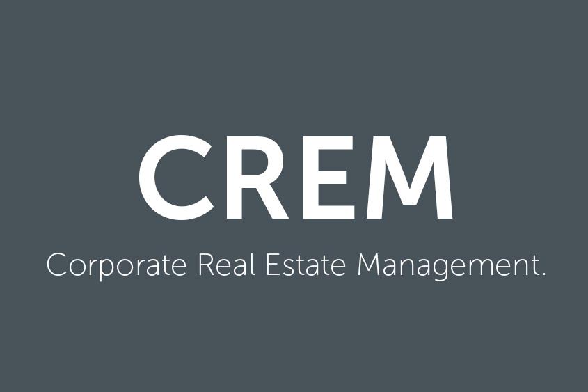 Weißes CREM Logo auf grauem Hintergrund