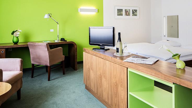 Grünes Hotelzimmer
