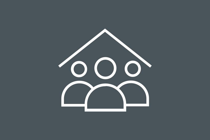 3 Personen unter einem Dach als Icon dargestellt