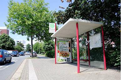 Bushaltestelle an der Straße