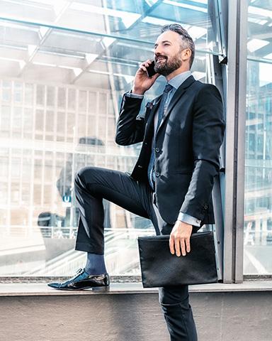 Unternehmer beim Telefonieren.