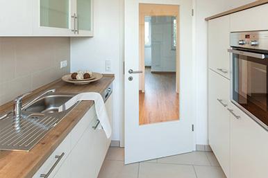Blick aus Küche in den Flur.