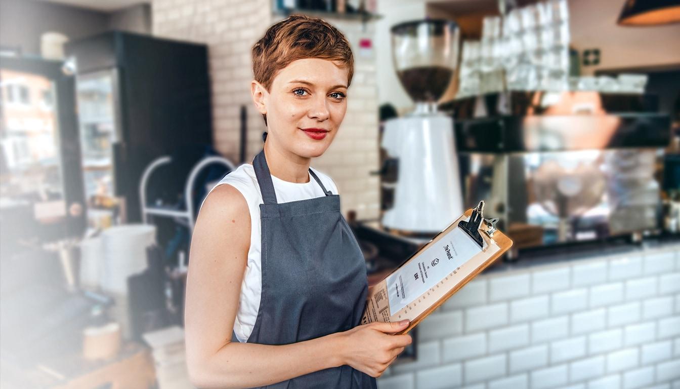 Kellnerin arbeitet in der Gastronomie.